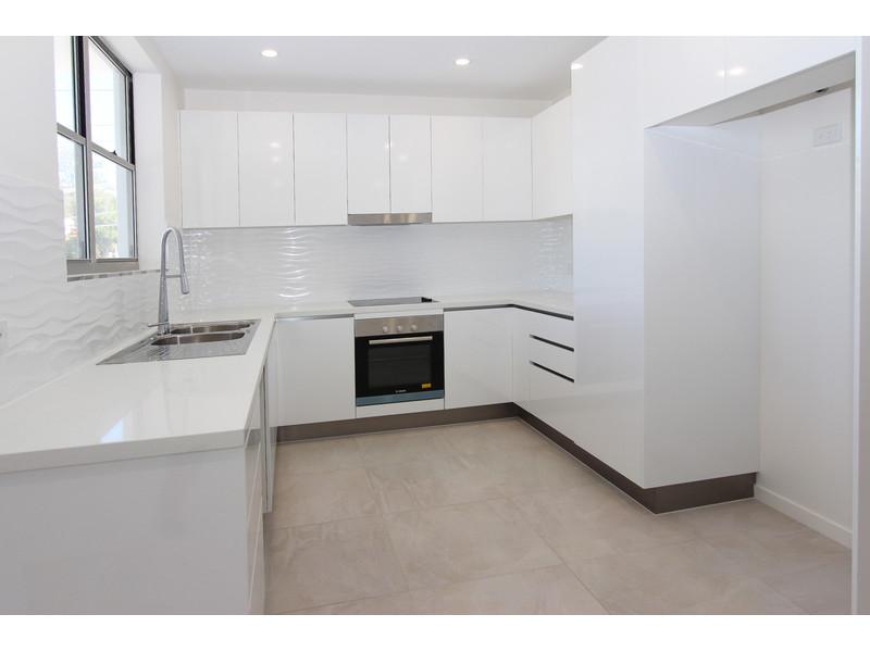 3-50-Depper-kitchen1_6103424691_20150807123712_800x600